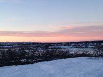 En vacker solnedgång med Rendalssölen och Älgpiggen på avstånd.