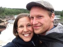 Jag och Niclas på Jockbron med fallet i bakgrunden.