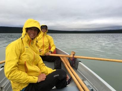 På båtlederna längs Kungsleden rodde vi.