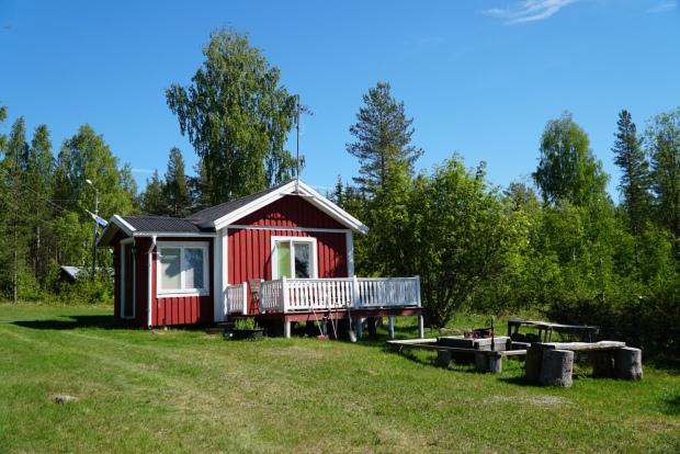 Våra föräldrars lilla stuga som står på mormor och morfars gård. Foto: Linnea Nilsson-Waara